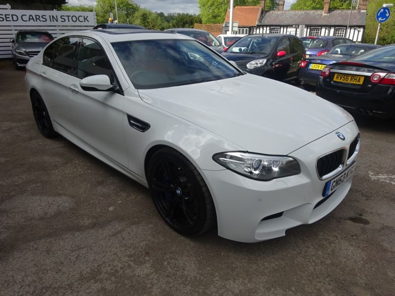 used BMW M5  4.4 V8 - SAT NAV - SUNROOF - H/LEATHER - FBWSH  - in amersham