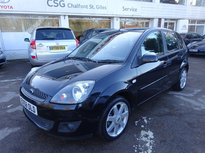 used Ford Fiesta ZETEC BLUE - FSH - ALLOYS - AIR - E/W in amersham