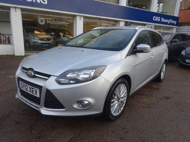 used Ford Focus ZETEC -FSH - ALLOYS - AIR CON - in amersham