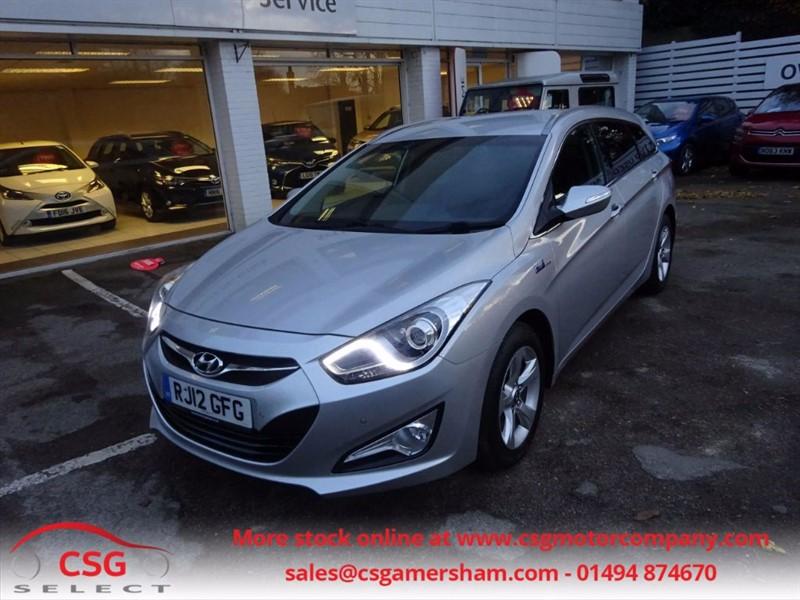 used Hyundai i40 CRDI STYLE BLUE DRIVE- SAT NAV- BLUETOOTH - P/SENSORS - FHSH - £30 TAX in amersham