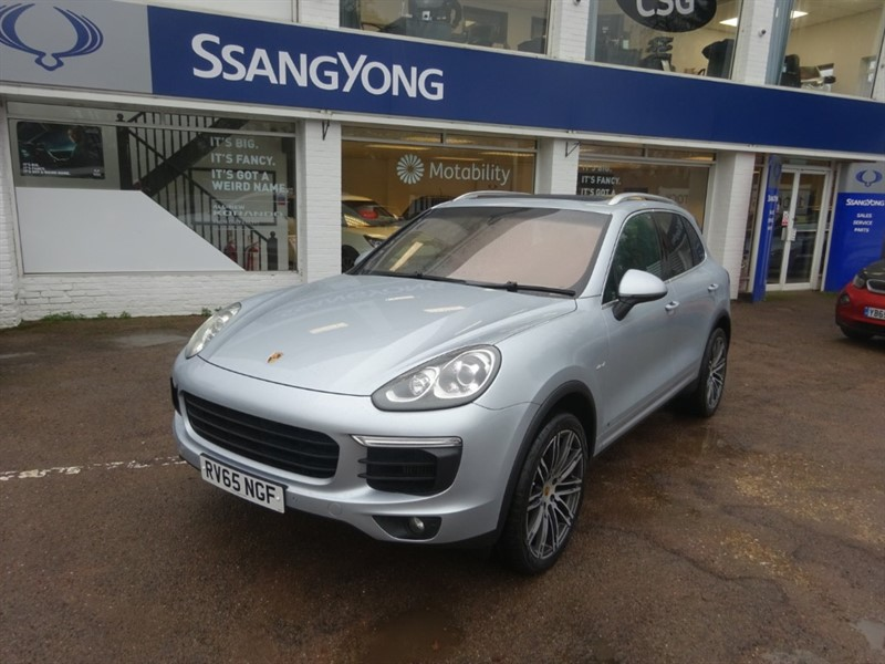 used Porsche Cayenne D V6 TIPTRONIC S - £12167 OF OPTIONS - P/ROOF - H/SWHEEL - H/SEATS in amersham