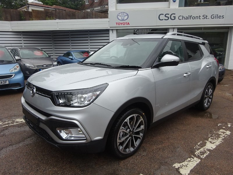 used Ssangyong Tivoli XLV 1.6 D Auto Ultimate - SAT NAV - CAMERAS- BLUETOOTH - H/LEATHER in amersham