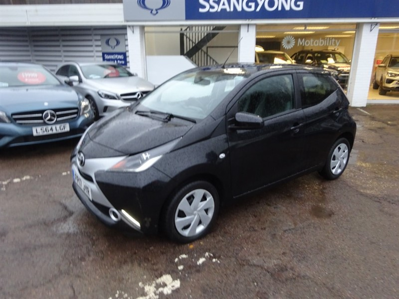 used Toyota Aygo VVT-I X-PLAY X-SHIFT - AIR CON - ALLOYS - FSH in amersham