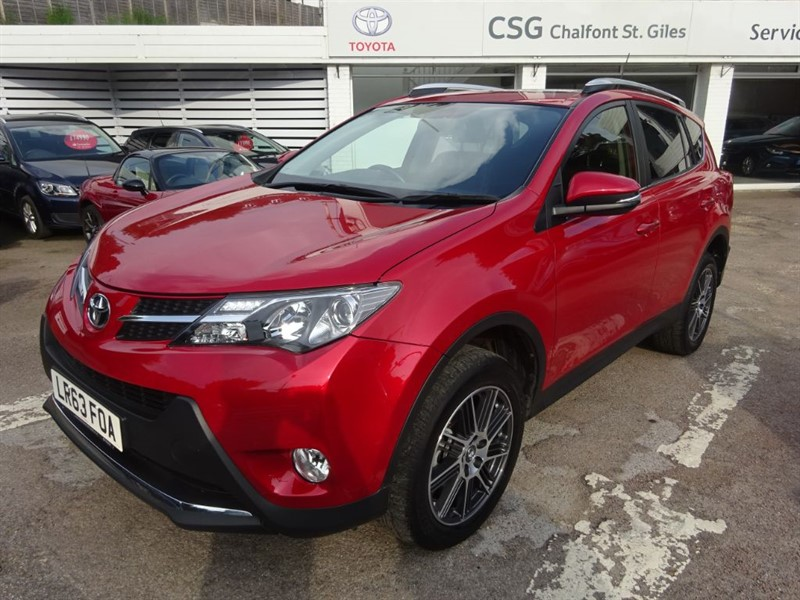 used Toyota  RAV-4 D-4D INVINCIBLE - SAT NAV - SUNROOF -H/LEAHER in amersham