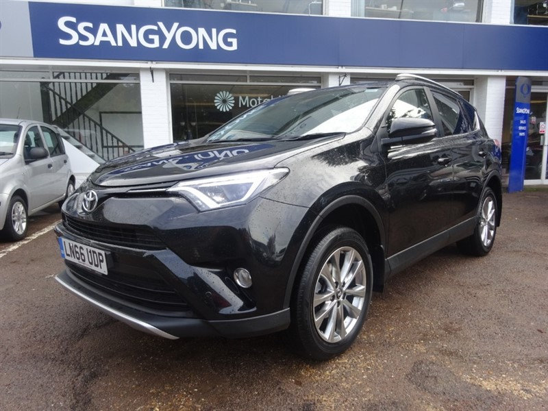 used Toyota RAV4 VVT-I EXCEL AWD - SAT NAV - H/LEATHER - R/CAMERA - in amersham
