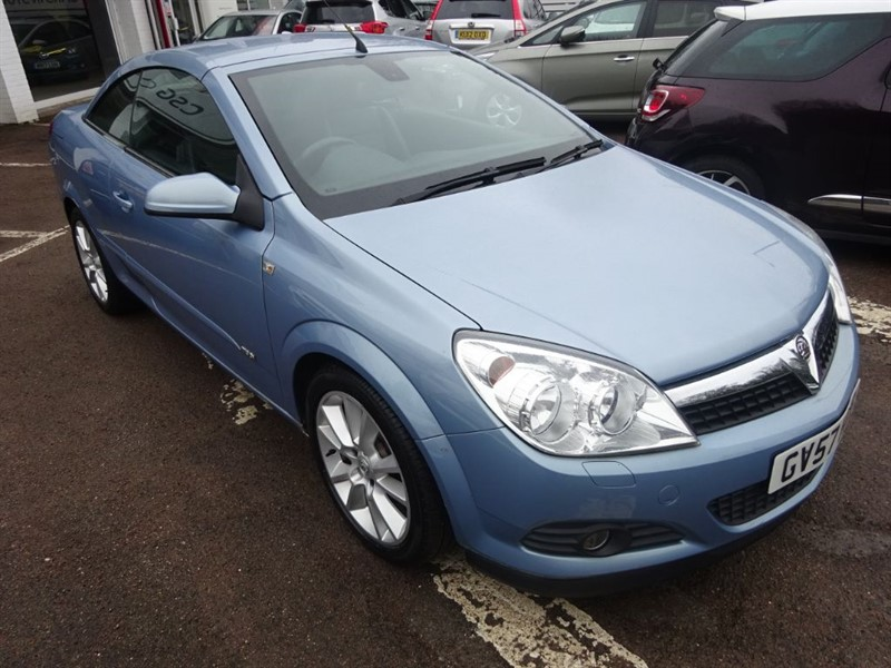 used Vauxhall Astra TWIN TOP DESIGN - LEATHER - R/SENSORS - in amersham