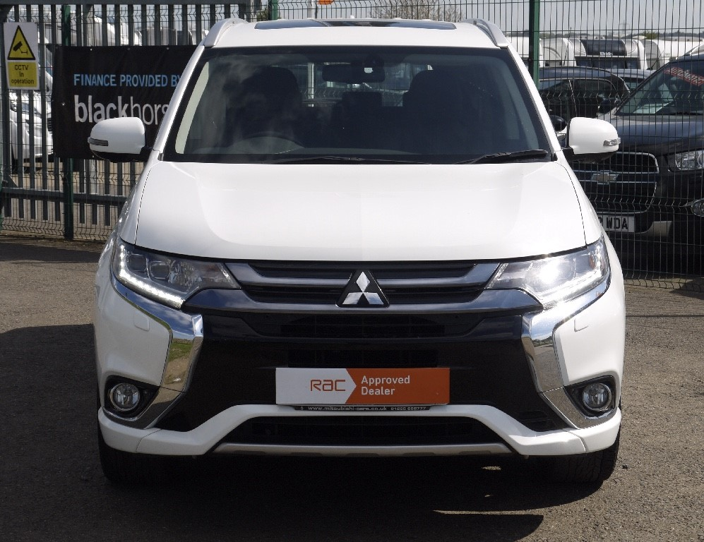 Used Frost White Mitsubishi Outlander for Sale | Bedfordshire