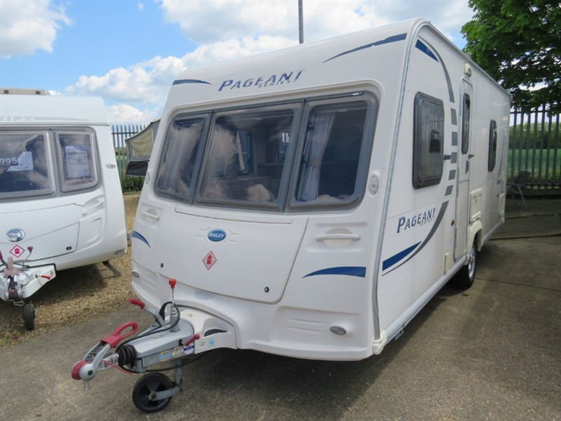 used Bailey Pageant Bordeaux Series 7 Fixed Bed in sandy-bedfordshire