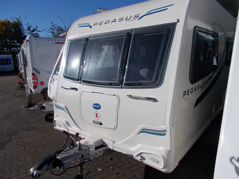 used Bailey Pegasus Ancona 6 Berth Fixed Bunks Large End Bathroom Seperate Shower in sandy-bedfordshire
