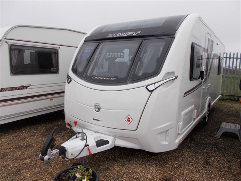 used Swift Conqueror  560 Island bed centre bathroom in sandy-bedfordshire