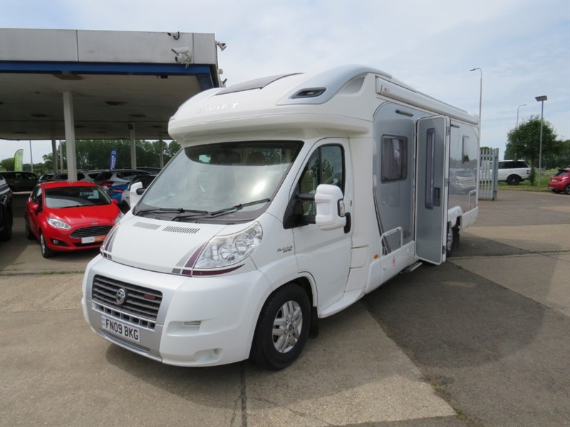 used Swift Kon-Tiki 669 Island Bed FULL AIR CON in sandy-bedfordshire