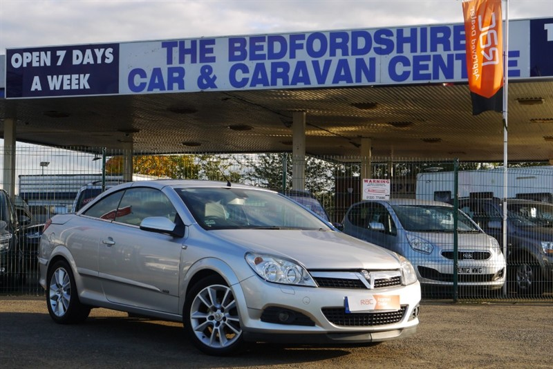 used Vauxhall Astra TWIN TOP DESIGN 1.8 PETROL POWER ROOF in sandy-bedfordshire