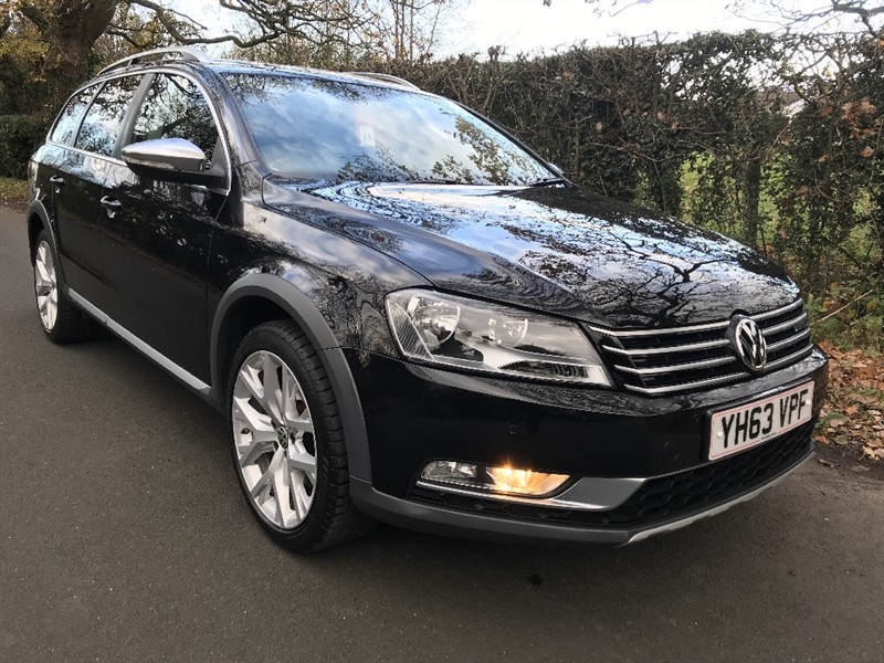 used VW Passat ALLTRACK TDI BLUEMOTION TECH 4MOTION  sat na v pan glass roof in in-preston-and-lancashire