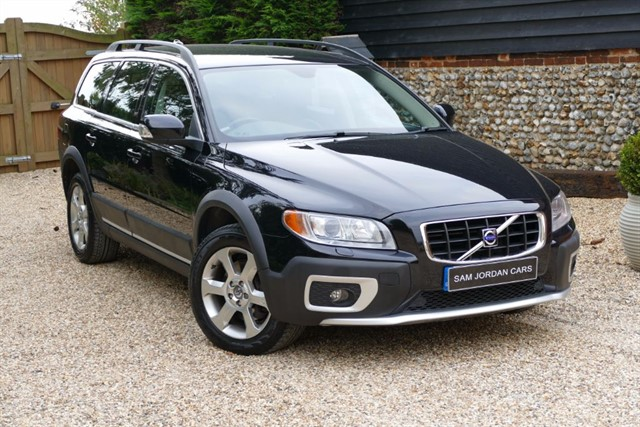 used Volvo XC70 D5 SE LUX AWD Geartronic in bury-st-edmunds-suffolk