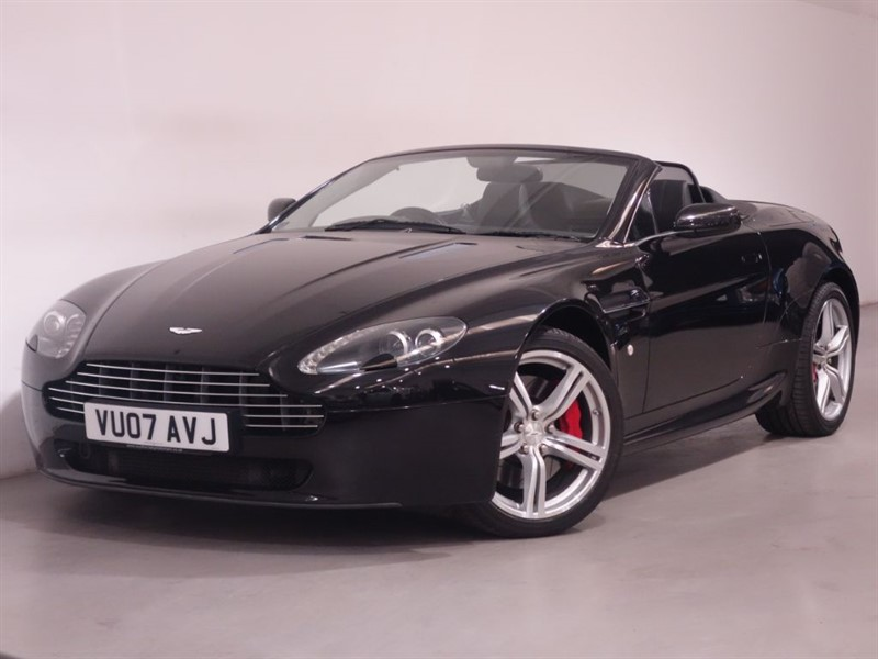 used Aston Martin Vantage V8 ROADSTER - SAT NAV - BLUETOOTH - LOW MILES - STUNNING EXAMPLE  in surrey