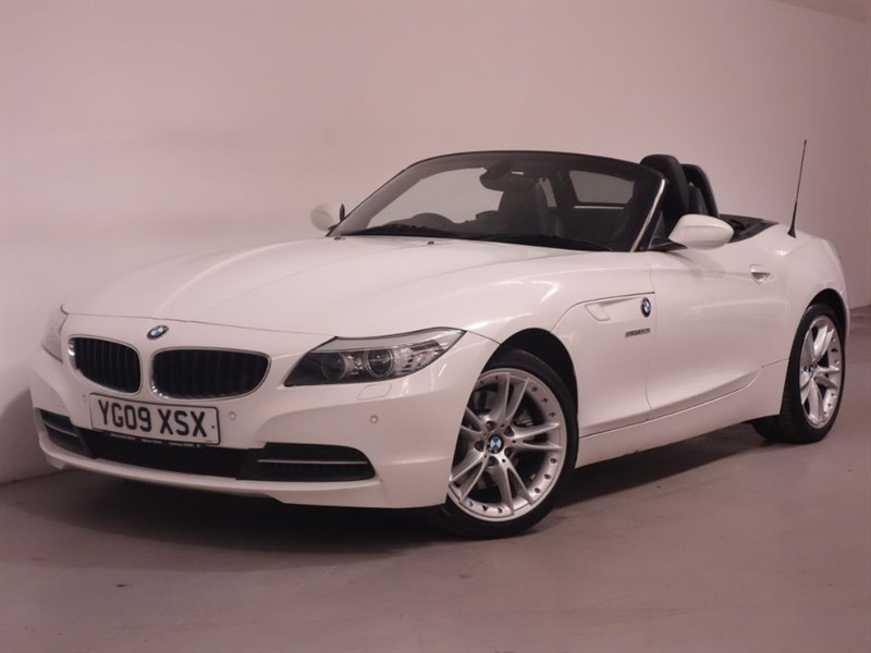 used BMW Z4 SDRIVE30I ROADSTER - SAT NAV - I DRIVE - BLUETOOTH - PARKING SENSORS in surrey