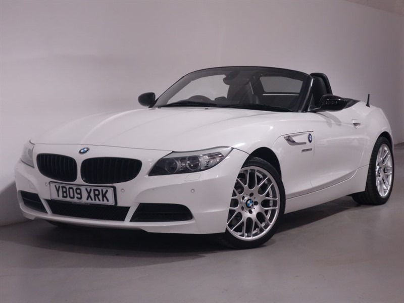 used BMW Z4 SDRIVE30I ROADSTER - I DRIVE - LOW MILES - BLUETOOTH - SAT NAV in surrey
