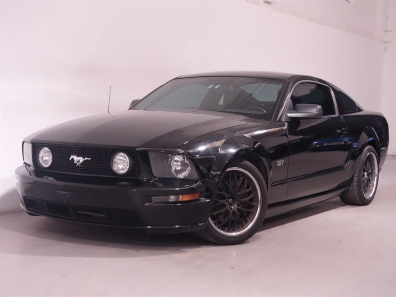used Ford Mustang GT V8 - FULL BLACK LEATHER - AIR CON - COLOR CODED ALLOYS - STUNNING -  in surrey