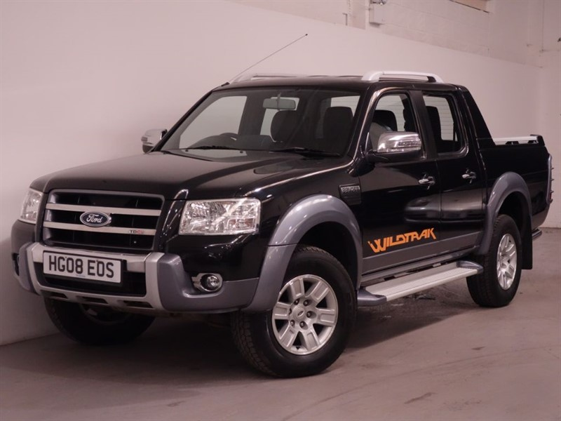 used Ford Ranger WILDTRAK 4X4 LWB D/C - LOW MILES - PARKING SENSORS - LEATHER INTERIOR  in surrey