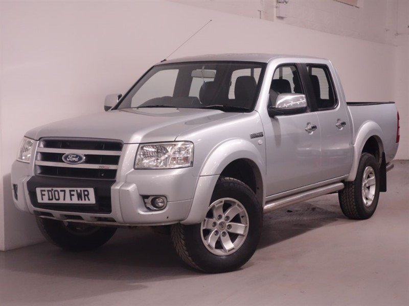 used Ford Ranger THUNDER 4X4 D/C - NO VAT - LEATHER INTERIOR - STUNNING EXAMPLE  in surrey