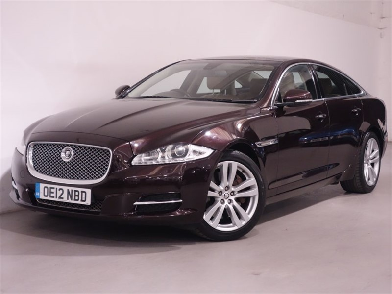 used Jaguar XJ D V6 PREMIUM LUXURY SWB - LOW MILES - FMDSH - LEATHER - PAN ROOF - SAT NAV  in surrey