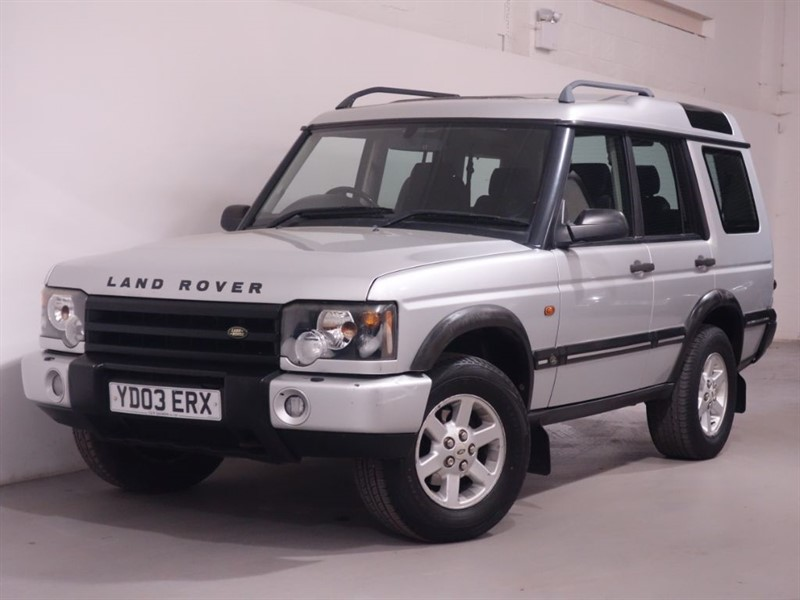 used Land Rover Discovery TD5 GS 7STR - BLETOOTH - SUNROOF  in surrey