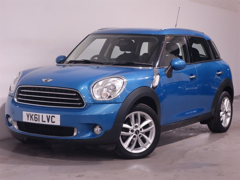 used MINI Countryman COOPER - BLUETOOTH - LOW MILES - STUNNING EXAMPLE - LEATHER in surrey