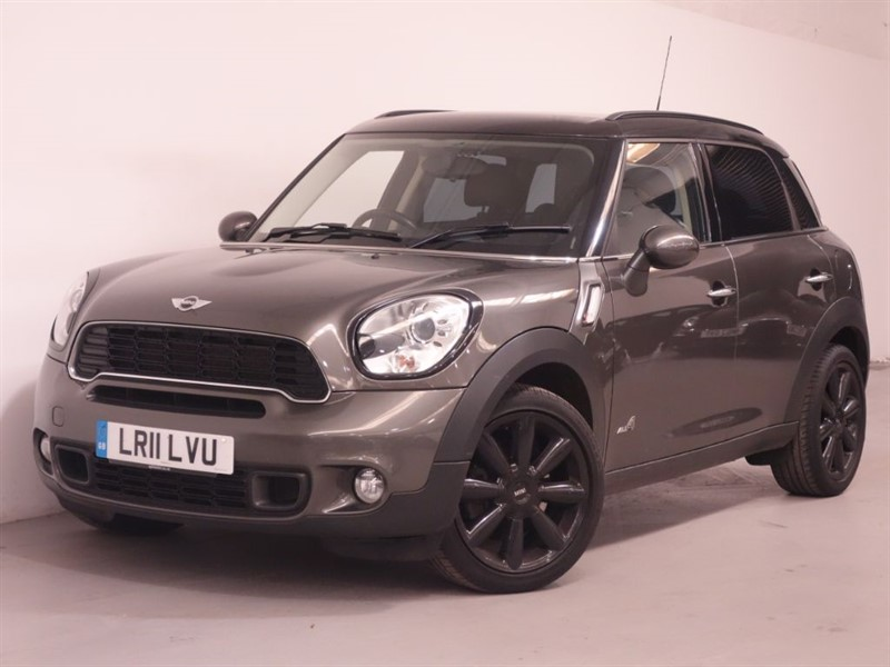 used MINI Countryman COOPER S - DAB RADIO - SAT NAV - BLUETOOTH - LEATHER - STUNNING EXAMPLE in surrey