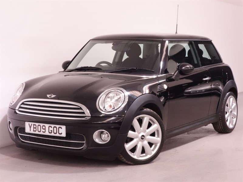 used MINI Hatch COOPER D - LEATHER - BLUETOOTH CONNECTIVITY - AUTO in surrey
