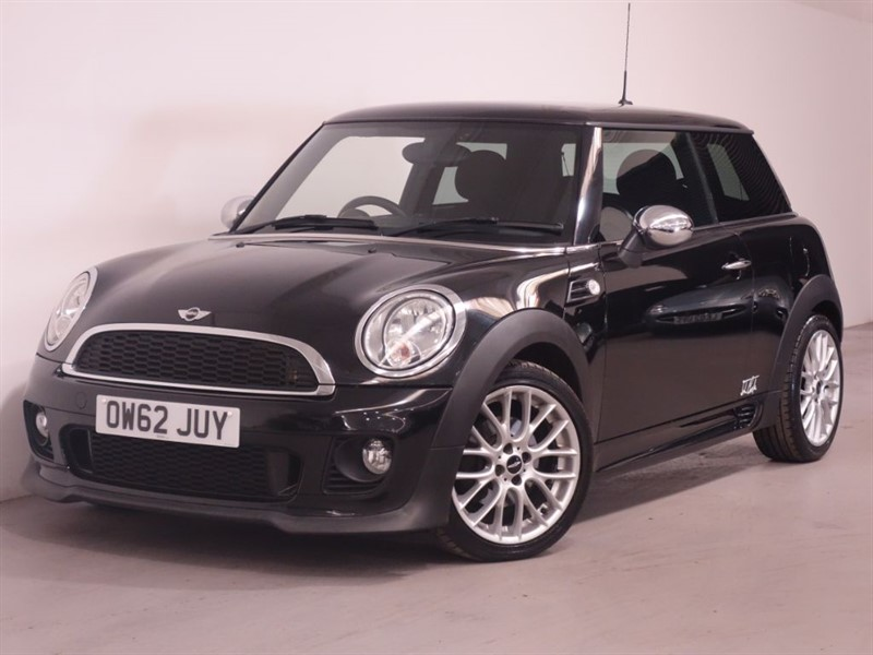 used MINI Hatch COOPER D - LOW MILES - TOP SPEC - BLUETOOTH - FINANCE AVAILABLE  in surrey