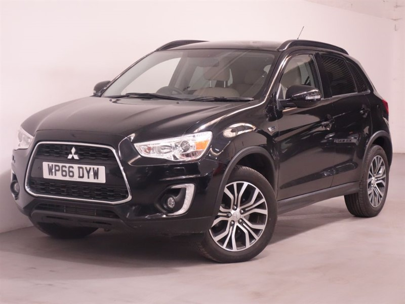used Mitsubishi ASX DI-D 5 - ONLY 5K MILES - REVERSE CAMERA - BEIGE LEATHER - ALPINE SOUND in surrey