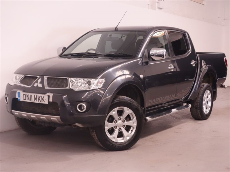 used Mitsubishi L200 DI-D 4X4 BARBARIAN LB DCB - REVERSE CAMERA - LEATHER INTERIOR  in surrey