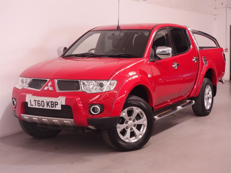 used Mitsubishi L200 DI-D 4X4 BARBARIAN LB DCB - ULTRA LOW MILES - STUNNING EXAMPLE - 1 OWNER in surrey