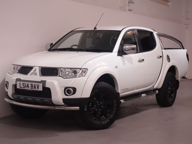 used Mitsubishi L200 DI-D 4X4 BARBARIAN LB DCB - NO VAT - LOW MILES - REV CAMERA - BLUETOOTH  in surrey