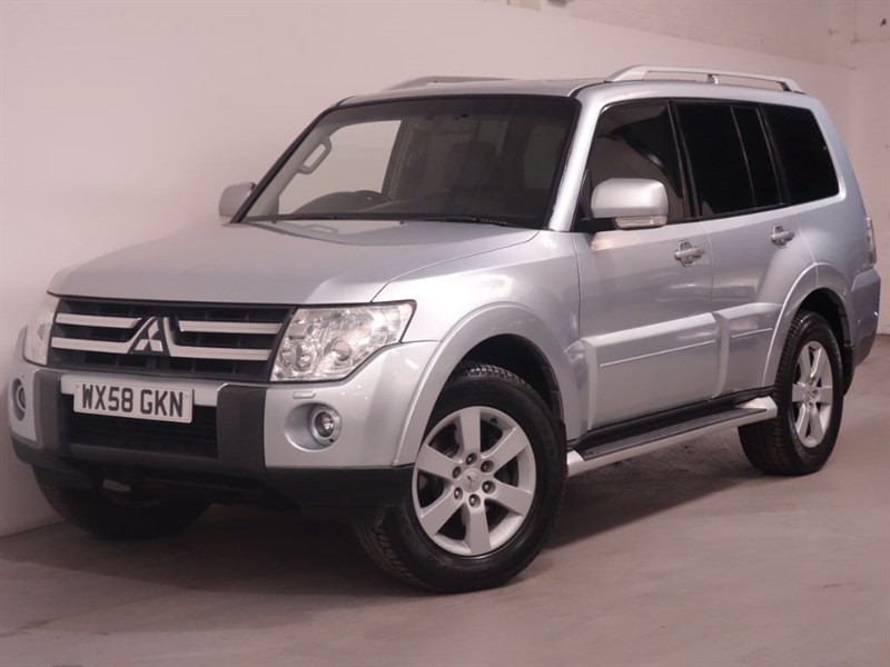 used Mitsubishi Shogun GLS ELEGANCE LWB DI-D - HIGHLY SPEC - REVERSE CAMERA - SAT NAV - LOW MILES in surrey