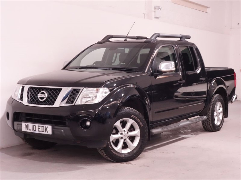 used Nissan Navara DCI TEKNA 4X4 DCB - NO VAT - LEATHER INTERIOR - REVERSE CAMERA  in surrey