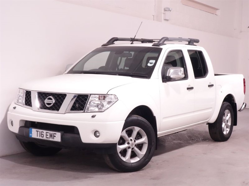 used Nissan Navara DCI TEKNA 4X4 DCB - FULL LEATHER - NO VAT - SUNROOF - LOW MILES in surrey