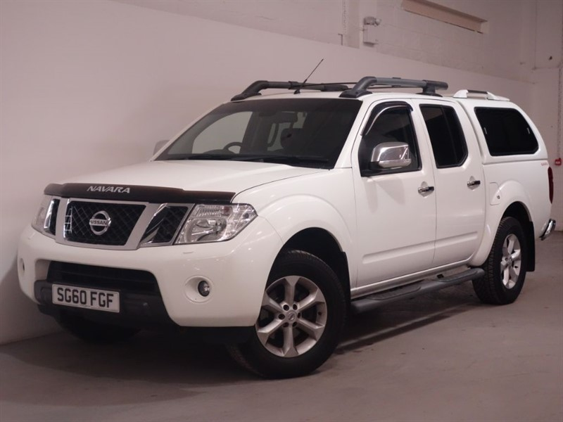 used Nissan Navara DCI TEKNA 4X4 DCB-CANOPY-SUNROOF-LEATHER-BLUETOOTH-HEATED SEATS-FULL SERVIC in surrey