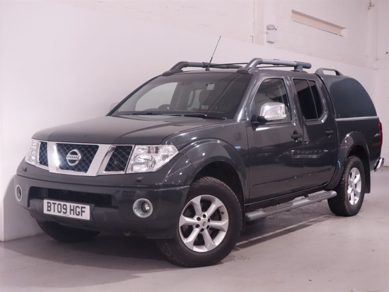used Nissan Navara DCI TEKNA 4X4 DCB - SUNROOF - BLUETOOTH - LOW MILES in surrey