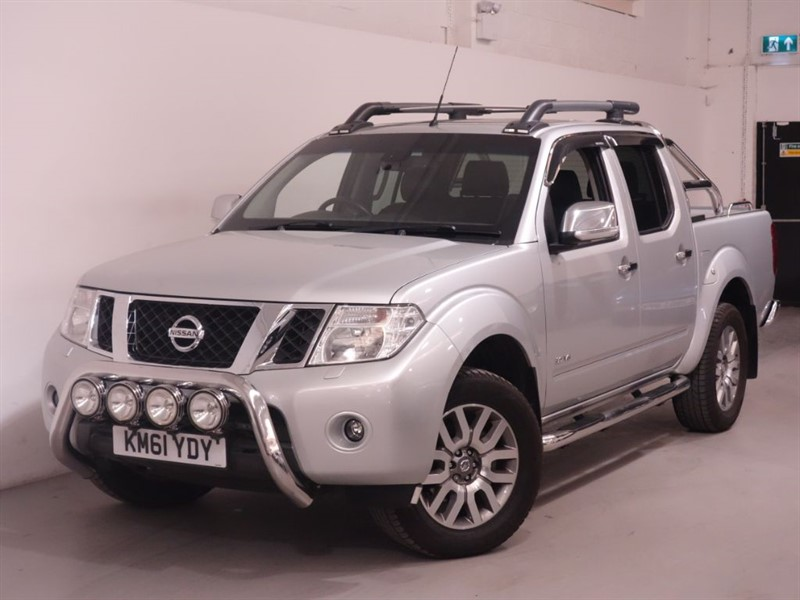 used Nissan Navara OUTLAW DCI 4X4 SHR DCB - NO VAT - REVERSE CAMERA - BLUETOOTH - LEATHER  in surrey