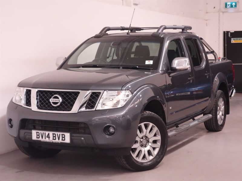 used Nissan Navara OUTLAW DCI 4X4 SHR DCB - NO VAT - REV CAMERA - BLUETOOTH - BOSE - LEATHER  in surrey