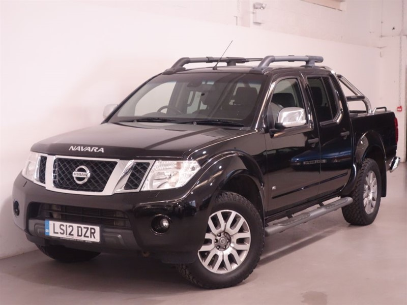 used Nissan Navara OUTLAW DCI 4X4 SHR DCB - NO VAT - SAT NAV - BLUETOOTH - LEATHER - OUTLAW in surrey