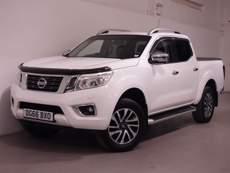used Nissan Navara DCI TEKNA 4X4 SHR DCB - REVERSE CAMERA - SUNROOF - LEATHER - DAB RADIO   in surrey