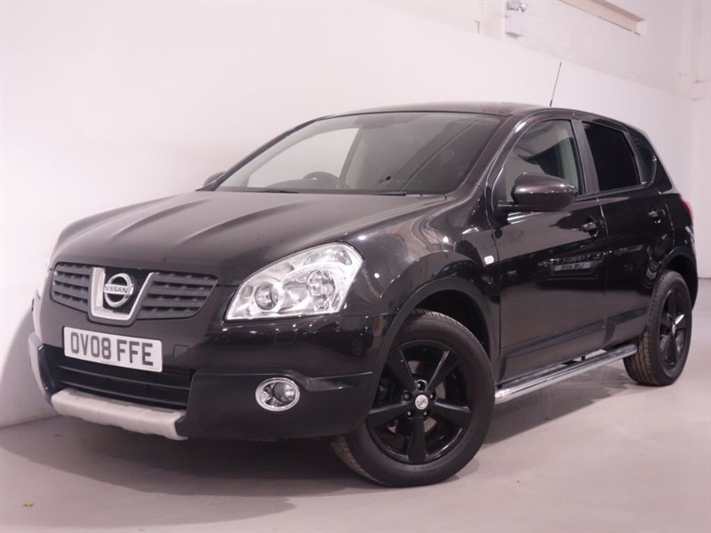 used Nissan Qashqai TEKNA DCI 4WD-LEATHER INTERIOR- SUN ROOF - LOW MILES - STUNNING EXAMPLE in surrey
