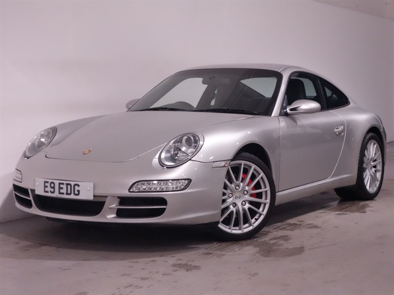 used Porsche 911 CARRERA 2 TIPTRONIC S - SAT NAV - XENON HEADLIGHTS - STUNNING EXAMPLE  in surrey