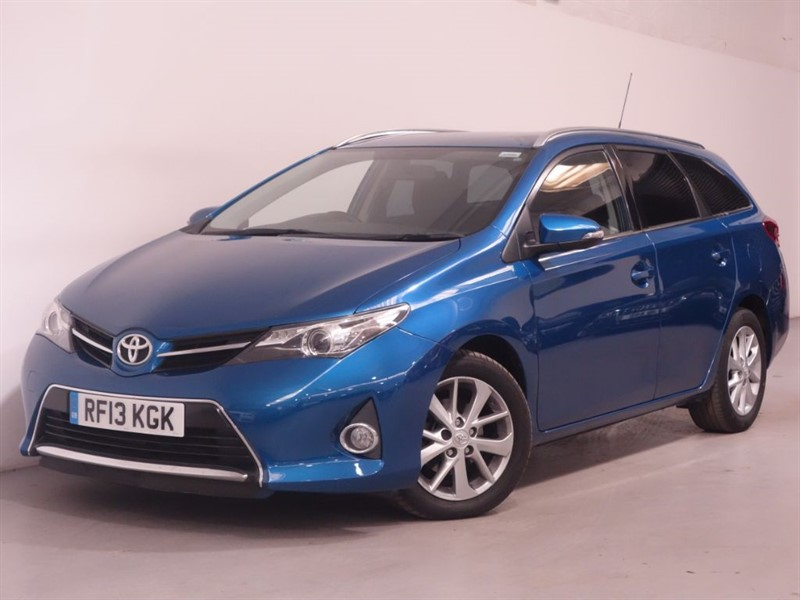 used Toyota Auris VALVEMATIC ICON - LOW MILES - BLUETOOTH - SAT NAV - REVERSE CAMERA  in surrey