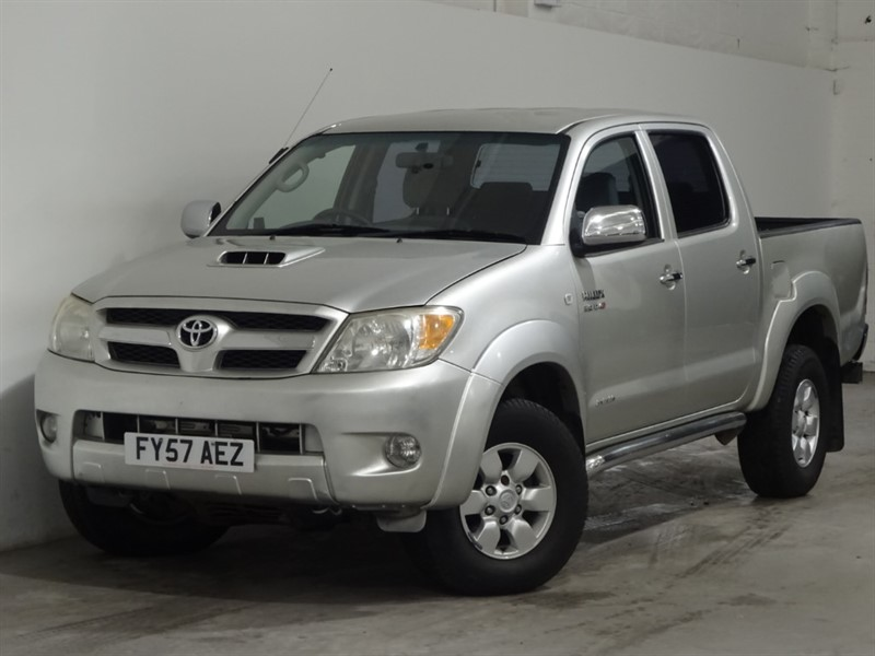 used Toyota Hilux INVINCIBLE 4X4 D-4D DCP in surrey