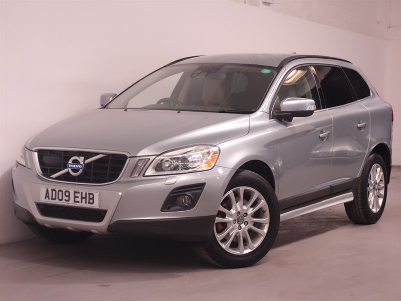 used Volvo XC60 D5 SE LUX AWD - TOP SPEC - LOW MILES - BLUETOOTH - SAT NAV in surrey