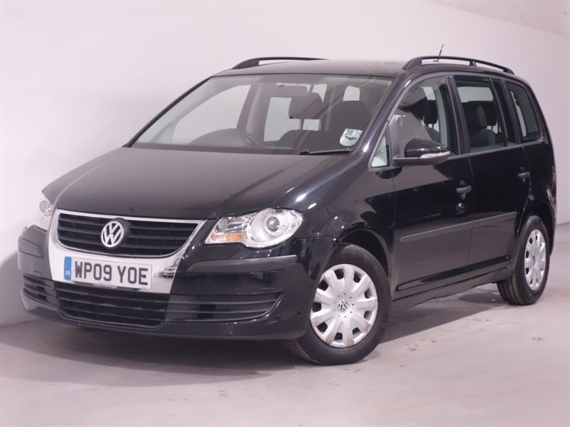used VW Touran S TDI BLUEMOTION-7 SEATER-DAB-PEARL BLACK-1 OWNER FROM NEW-FSH in surrey