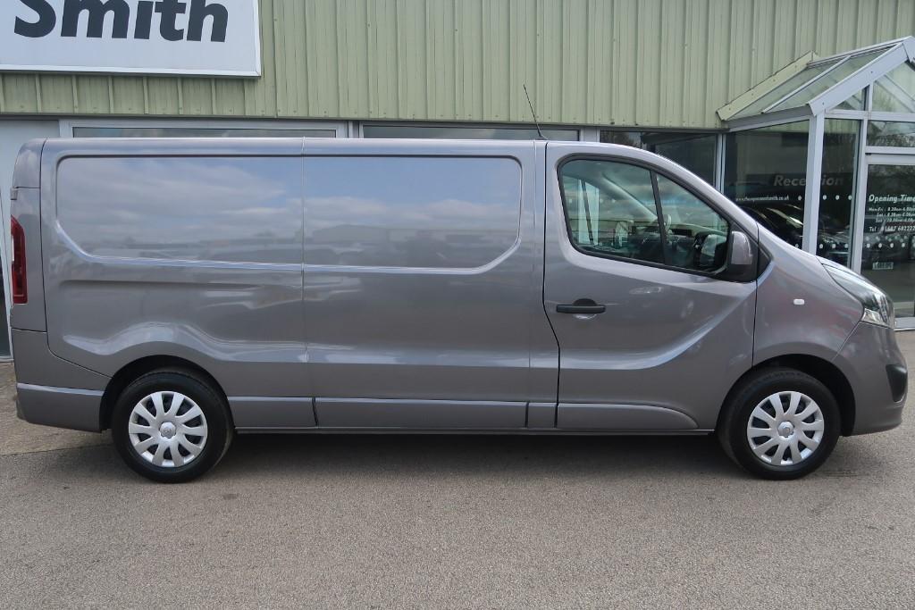 274ffd581c Used Iron Grey metallic Vauxhall Vivaro For Sale